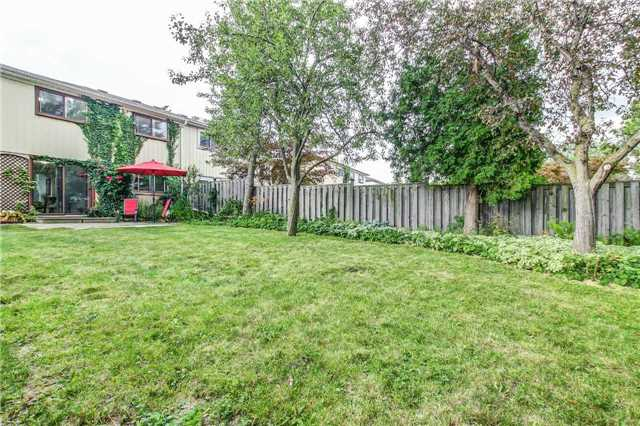 Semi-detached at 566 Tedwyn Dr, Mississauga, Ontario. Image 11