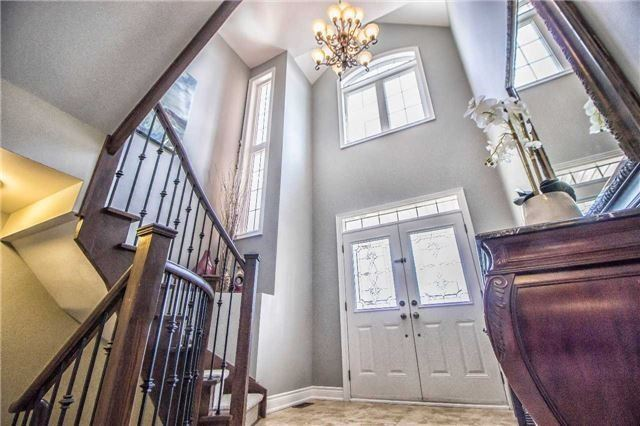 Detached at 3111 Seabright Dr, Mississauga, Ontario. Image 11