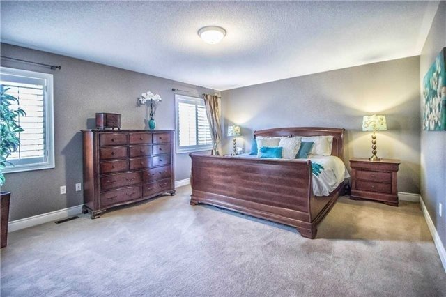 Detached at 3111 Seabright Dr, Mississauga, Ontario. Image 2