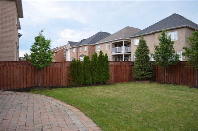 Detached at 3111 Seabright Dr, Mississauga, Ontario. Image 9