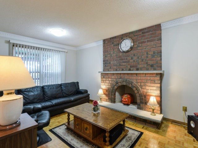 Detached at 5289 Middlebury Dr, Mississauga, Ontario. Image 15