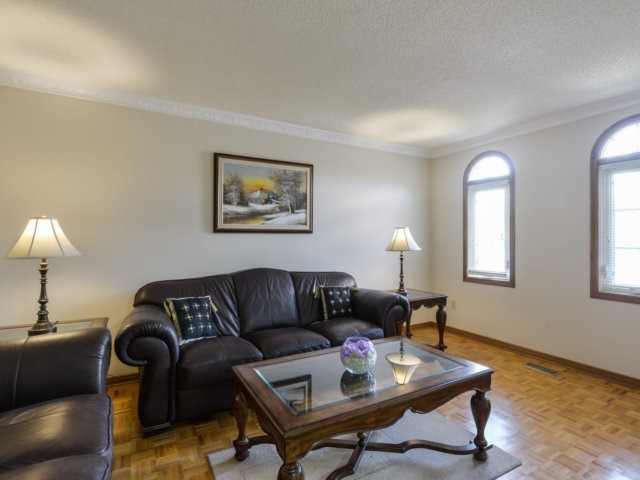 Detached at 5289 Middlebury Dr, Mississauga, Ontario. Image 20