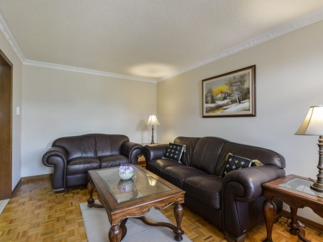 Detached at 5289 Middlebury Dr, Mississauga, Ontario. Image 2