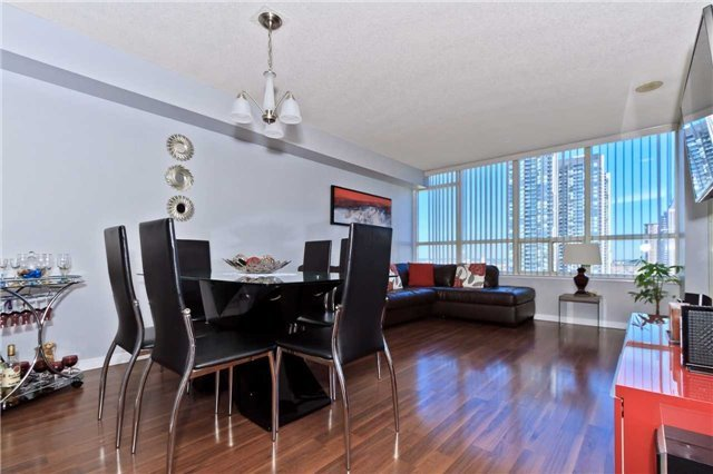 Condo Apartment at 400 Webb Dr, Unit 2406, Mississauga, Ontario. Image 11