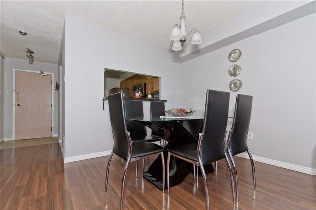 Condo Apartment at 400 Webb Dr, Unit 2406, Mississauga, Ontario. Image 12