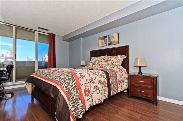 Condo Apartment at 400 Webb Dr, Unit 2406, Mississauga, Ontario. Image 3