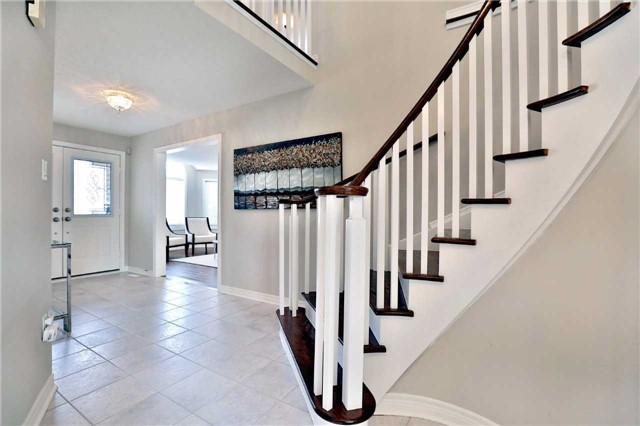 Detached at 2162 Meadowland Dr, Oakville, Ontario. Image 12