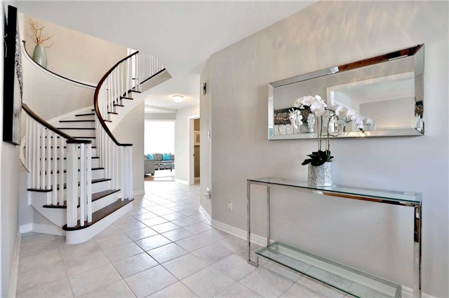 Detached at 2162 Meadowland Dr, Oakville, Ontario. Image 14