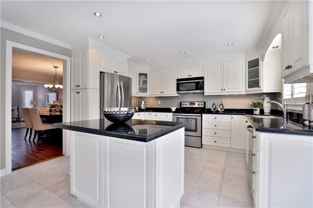 Detached at 2162 Meadowland Dr, Oakville, Ontario. Image 18
