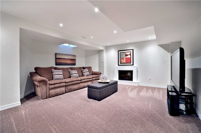 Detached at 2162 Meadowland Dr, Oakville, Ontario. Image 10