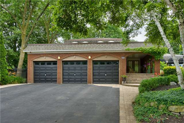 Detached at 216 Mccraney St W, Oakville, Ontario. Image 12
