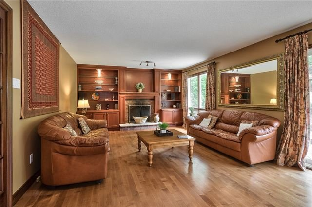 Detached at 216 Mccraney St W, Oakville, Ontario. Image 5