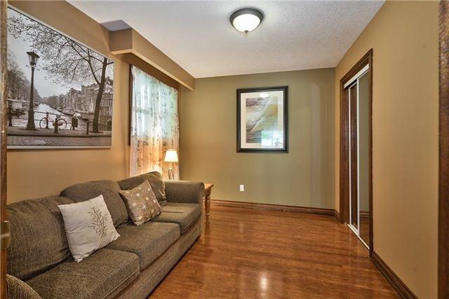 Detached at 216 Mccraney St W, Oakville, Ontario. Image 6