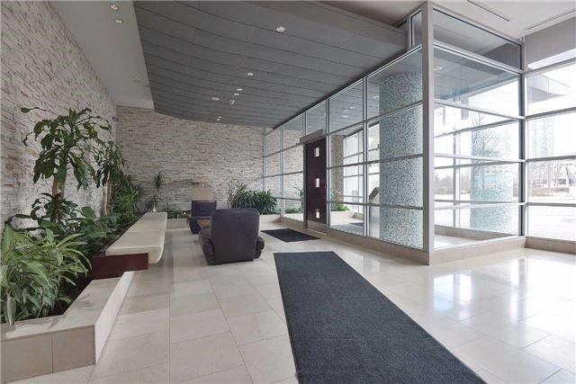 Condo Apartment at 3939 Duke Of York Blvd, Unit 2105, Mississauga, Ontario. Image 2