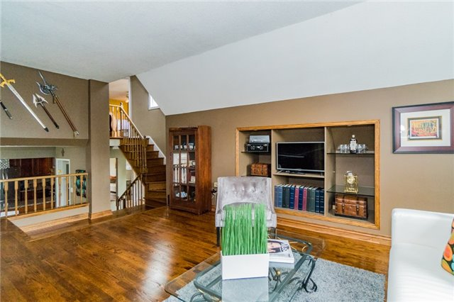 Detached at 4303 Mayflower Dr, Mississauga, Ontario. Image 2