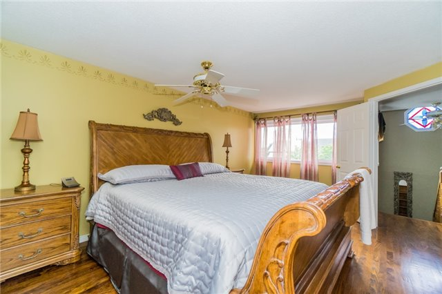 Detached at 4303 Mayflower Dr, Mississauga, Ontario. Image 3