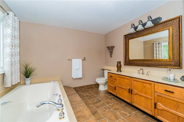 Detached at 4303 Mayflower Dr, Mississauga, Ontario. Image 4