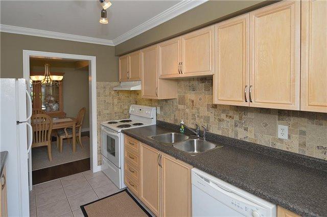 Townhouse at 4055 Forest Run Ave, Unit 62, Burlington, Ontario. Image 16
