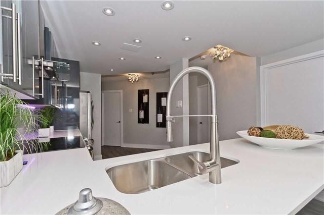 Condo Apartment at 1500 Grazia Crt, Unit 807, Mississauga, Ontario. Image 10
