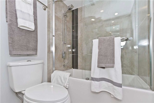 Condo Apartment at 1500 Grazia Crt, Unit 807, Mississauga, Ontario. Image 12