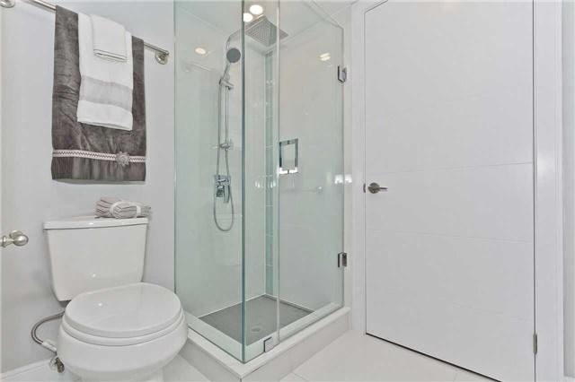 Condo Apartment at 1500 Grazia Crt, Unit 807, Mississauga, Ontario. Image 3