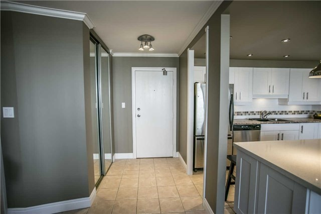 Condo Apartment at 200 Robert Speck Pkwy, Unit 1004, Mississauga, Ontario. Image 15