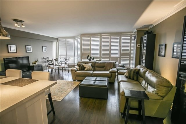 Condo Apartment at 200 Robert Speck Pkwy, Unit 1004, Mississauga, Ontario. Image 18
