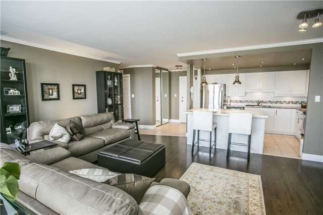 Condo Apartment at 200 Robert Speck Pkwy, Unit 1004, Mississauga, Ontario. Image 20