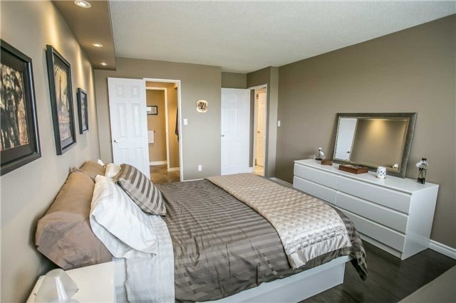Condo Apartment at 200 Robert Speck Pkwy, Unit 1004, Mississauga, Ontario. Image 5