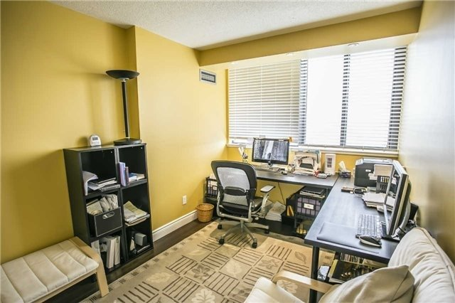 Condo Apartment at 200 Robert Speck Pkwy, Unit 1004, Mississauga, Ontario. Image 7
