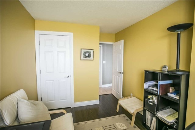 Condo Apartment at 200 Robert Speck Pkwy, Unit 1004, Mississauga, Ontario. Image 8