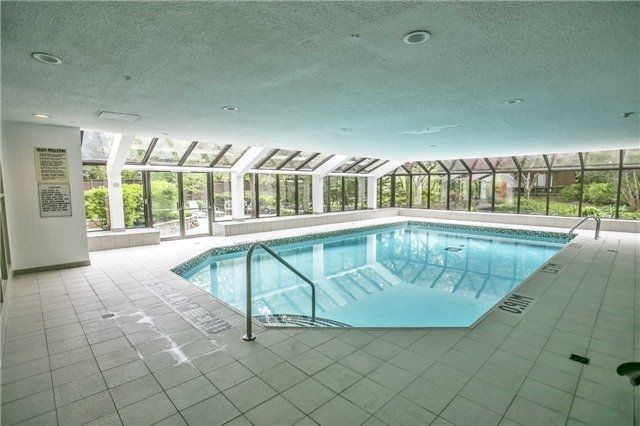 Condo Apartment at 200 Robert Speck Pkwy, Unit 1004, Mississauga, Ontario. Image 13