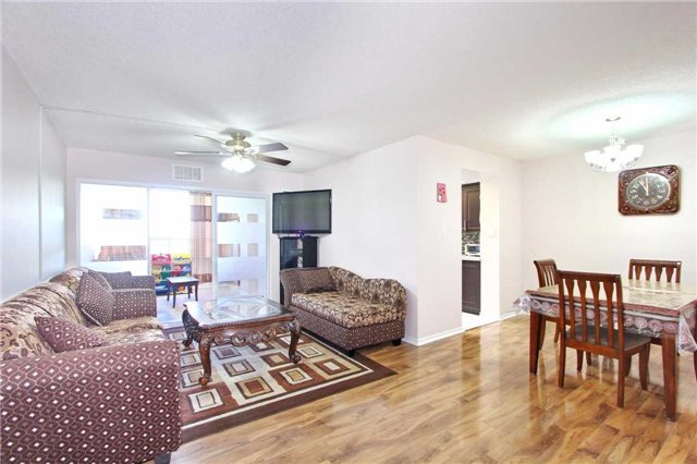 Condo Apartment at 30 Malta Ave, Unit 906, Brampton, Ontario. Image 12