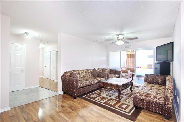 Condo Apartment at 30 Malta Ave, Unit 906, Brampton, Ontario. Image 14