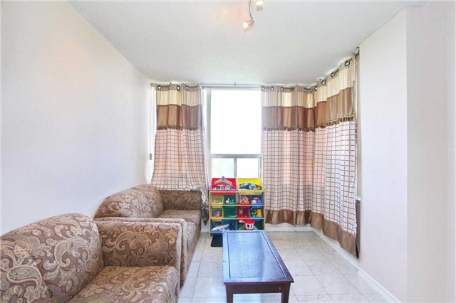 Condo Apartment at 30 Malta Ave, Unit 906, Brampton, Ontario. Image 15