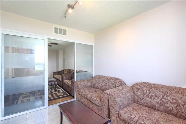 Condo Apartment at 30 Malta Ave, Unit 906, Brampton, Ontario. Image 16