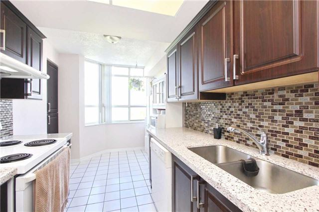 Condo Apartment at 30 Malta Ave, Unit 906, Brampton, Ontario. Image 19