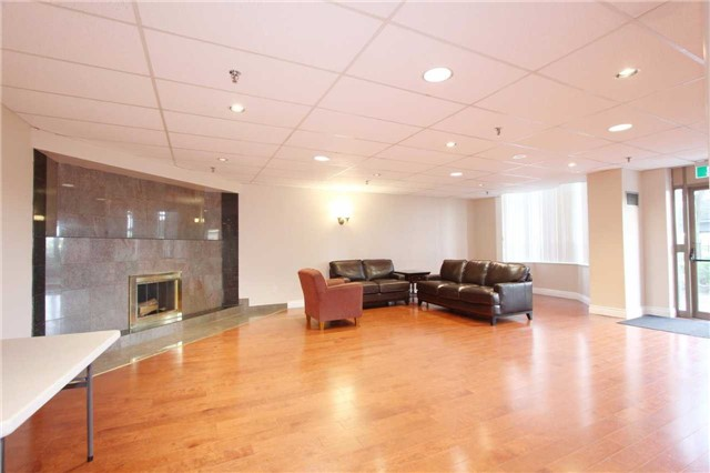 Condo Apartment at 30 Malta Ave, Unit 906, Brampton, Ontario. Image 9