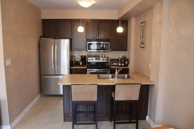 Townhouse at 2435 Greenwich Dr, Unit 32, Oakville, Ontario. Image 2