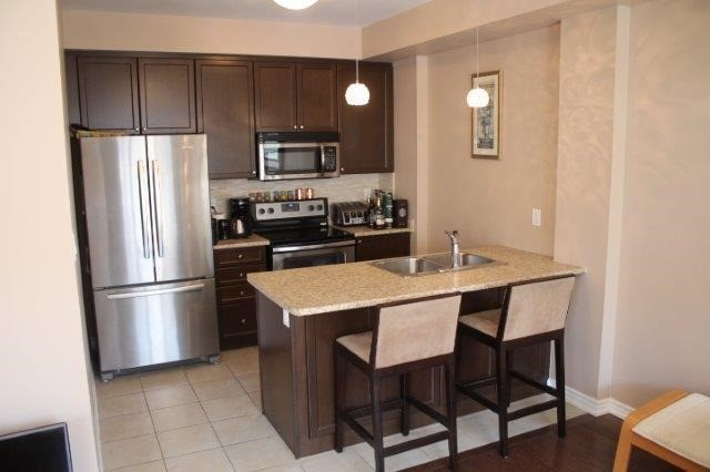 Townhouse at 2435 Greenwich Dr, Unit 32, Oakville, Ontario. Image 3