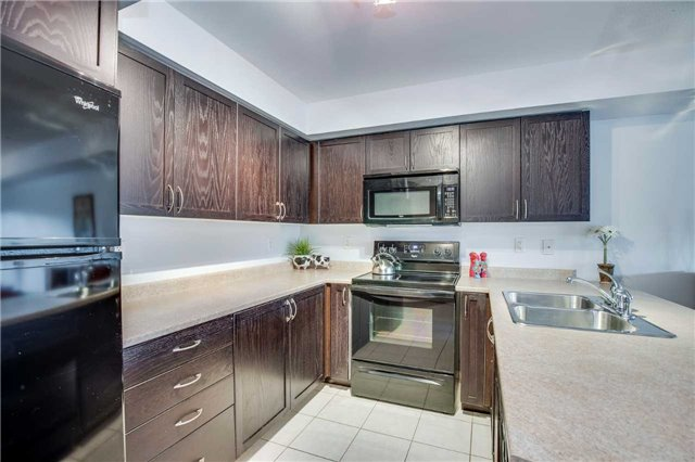 Condo Townhouse at 2551 Sixth Line, Unit 9, Oakville, Ontario. Image 20