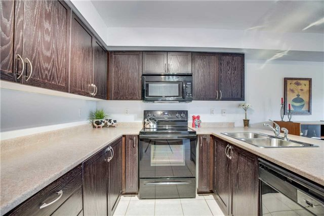 Condo Townhouse at 2551 Sixth Line, Unit 9, Oakville, Ontario. Image 2