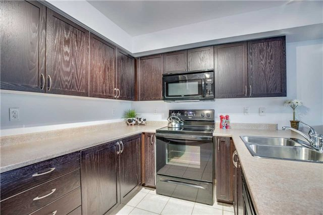 Condo Townhouse at 2551 Sixth Line, Unit 9, Oakville, Ontario. Image 3