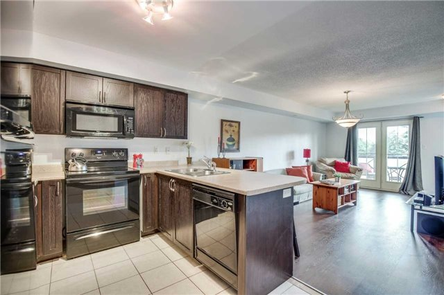 Condo Townhouse at 2551 Sixth Line, Unit 9, Oakville, Ontario. Image 4