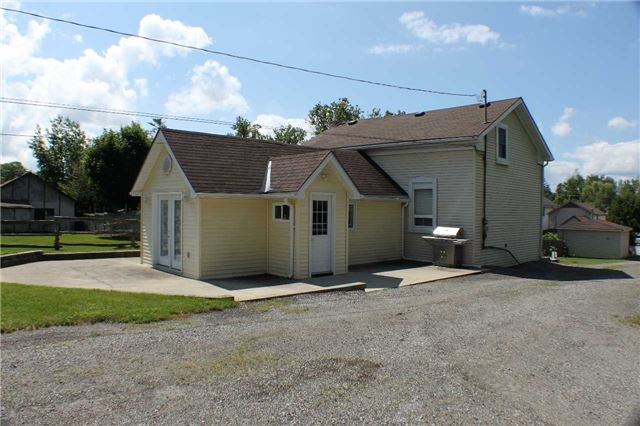 Detached at 16029 Airport Rd, Caledon, Ontario. Image 8