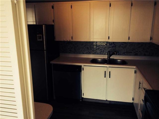 Condo Apartment at 1359 White Oaks Blvd, Unit 1607, Oakville, Ontario. Image 5