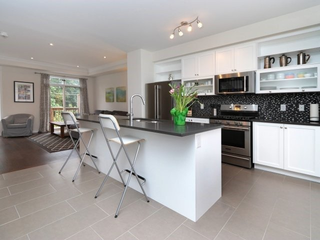 Townhouse at 369 Ladycroft Terr, Mississauga, Ontario. Image 19