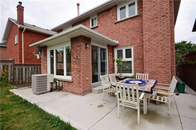 Detached at 2602 Innisfil Rd, Mississauga, Ontario. Image 13