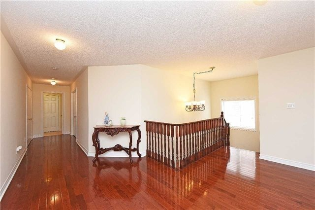 Detached at 5390 Freshwater Dr, Mississauga, Ontario. Image 2