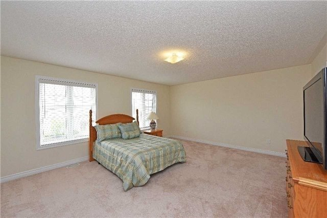 Detached at 5390 Freshwater Dr, Mississauga, Ontario. Image 7